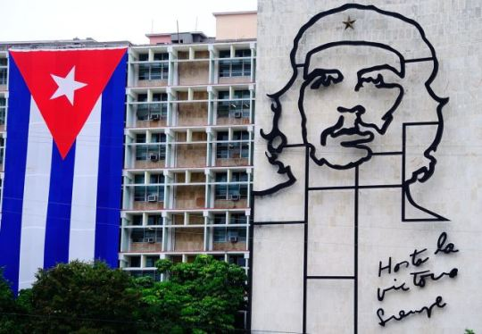 mural-of-che-guevara-in-havana