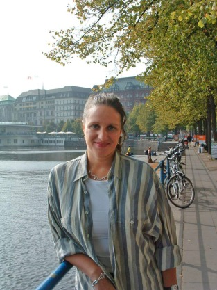 Bettina_Roehl_in_Hamburg_an_der_Alster