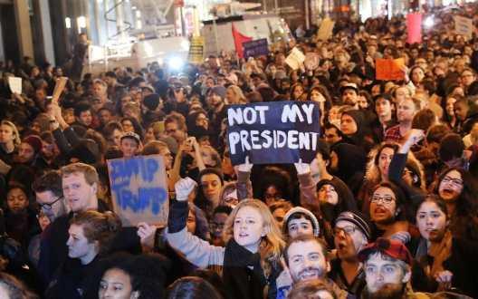 93329291-trump-protest-getty-xlarge_trans_nvbqzqnjv4bq9jvn-dy47ilxygzm7dllqjxxiosnn3jsm9-j0ljiso4